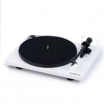Pro-Ject Essential III Phono with Built in Switchable Phono Stage in White front