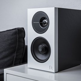Definitive Technology D7 High Performance Bookshelf Speakers in Black